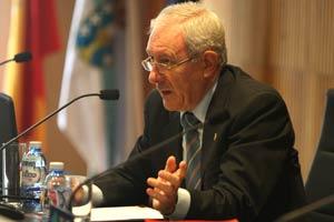 Constantino García Ares, decano del Colegio de Ingenieros Industriales de Galicia presenta al conferenciante